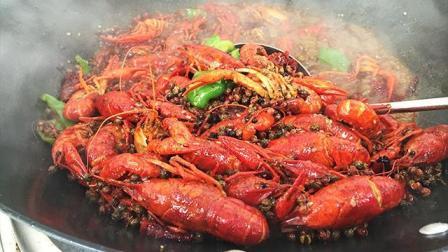 夜宵小霸王麻辣小龙虾的做法, 麻辣鲜香龙虾口味, 爆吃100个