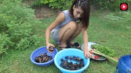 柬埔寨媳妇很能干 小树林炒菜 人漂亮菜好吃