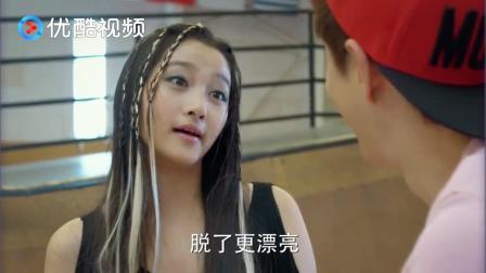 关晓彤这身装扮真犀利, 穿在俞飞鸿身上年轻了二十岁, 太赞了!