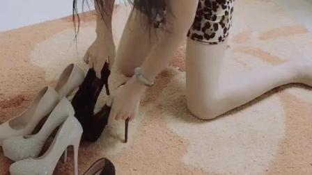 豹纹连衣裙熟女的高跟鞋, 你们喜欢哪双呢