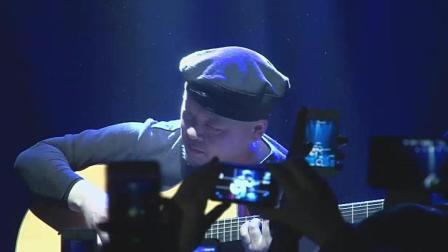 指弹大师岸部真明现场弹奏经典吉他曲《流行的云》, 听醉了台下一片...