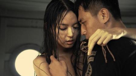《硬汉2》张梓琳湿身激情戏片段