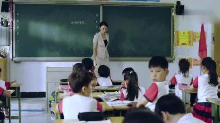 小学生上课沉迷玩斗地主, 老师提问竟能够对答如流, 语出惊人