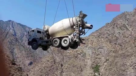 超大工程施工现场, 搅拌车都是直接吊运上去的?