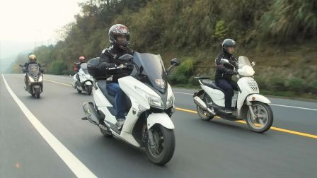 「呆子测评」中大型踏板摩托对比测评,光阳250 vs 银刃250 vs 圣甲虫200 vs 标致200(银刃是4气门)