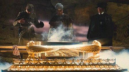 黄金法柜被士兵打开, 突然出现诡异现象