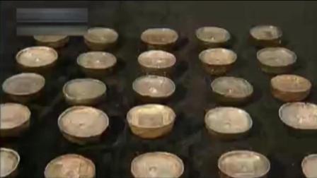 大妈带来68枚银锭, 专家看后浑身发抖惊恐不已, 估价惊呆众人