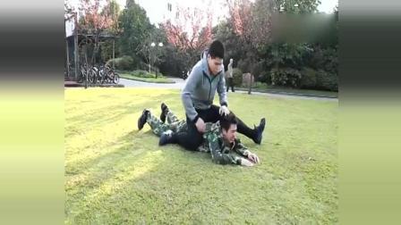 部队擒敌拳, 抱腿顶摔俯身锁喉, 这招最适合背后突袭!