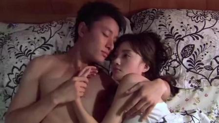 李小璐和贾乃亮, 在床上紧紧贴在一起, 实打实的洞房