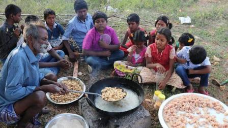 印度六指大爷和孙子孙女们野外煮美食过元旦, 孩子们吃得好开心