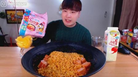 韩国大胃王胖哥吃火鸡奶油培根意面5袋 五花肉