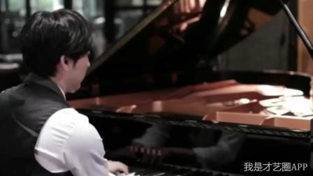 男人弹起钢琴起来真的好帅