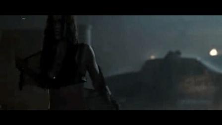 《终结者2018》女战士被删裸戏片段, 趁着没人在雨里换衣服, 结果悲剧啦!