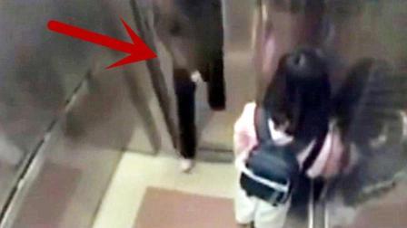 粉衣妹子刚走进电梯, 戴口罩的男子也跟了进去, 监控拍下不耻一幕!
