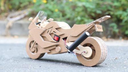 高手用纸板制成的摩托车, 开起来的瞬间, 我彻底被惊艳了