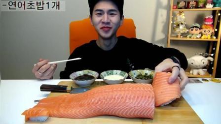 韩国大胃王奔驰哥吃超级巨无霸鲑鱼寿司, 直接上演大口吞寿司