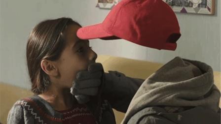 少年获得隐身能力, 决定看看女生们在干什么, 意大利版《X战警》