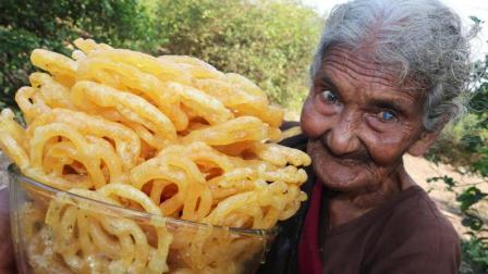 村里106岁的老奶奶, 还能下厨做出这么美味的美食, 令人佩服啊
