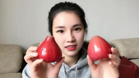 """试吃网红水果""""莲雾"""", 红彤彤的外表下, 里面的水分多的无法想象"""