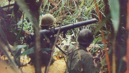 战争造成了多少持续伤害 他们在雷区刨食 时刻都有被炸风险