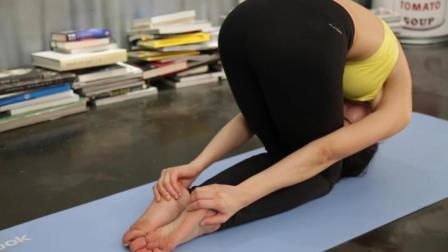 简单的瑜伽动作 舒缓你紧张的神经 放松僵硬疼痛的肩颈背部肌肉
