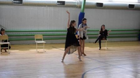 鲜肉和辣妹子的精彩拉丁舞表演, 要看! 要看!