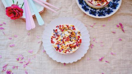 我的日常料理 第一季 就算没有烤箱也可以做出如此貌美好味道的蛋糕 草莓花瓣芝士蛋糕