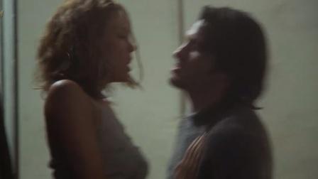 不忠 美艳贵妇发现情人劈腿,上门理论却被情人在楼道内强暴