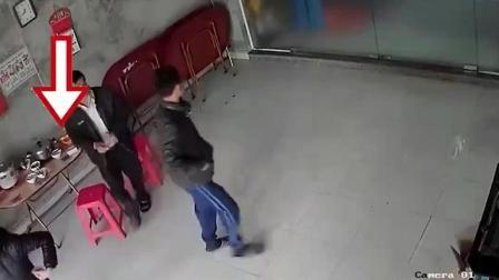 夫妻俩交友不慎, 监控却拍下男子可耻的一幕!