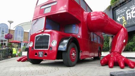 国外出现会爬的公交车, 脱离轮子用手就能走路