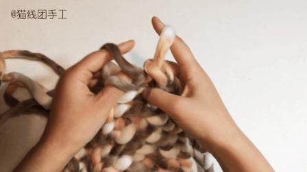 姑娘借鉴农村大妈编蒲草垫的方法织毛线坐垫, 客人来家都夸漂亮