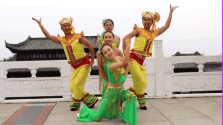 美爆啦! 3位美女2名帅哥旅游风景区跳傣族舞《缅桂花开》