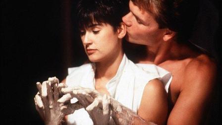 三分钟看完1990年美国经典爱情电影《人鬼情未了》