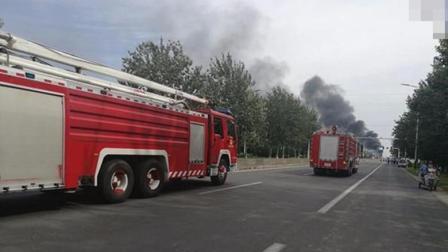 豪车挡了消防车, 消防员的做法, 警察也吓懵了!