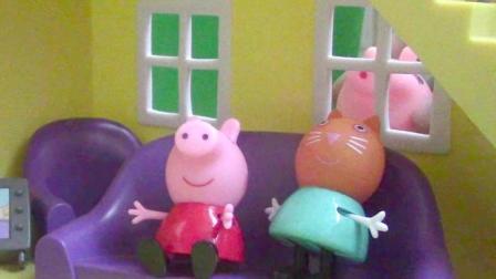 小不点的玩具 2017 粉红猪小妹看电视 小猪佩奇窗户外面有女巫 1252