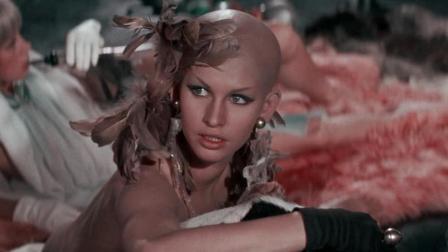 一部大饱眼福的电影, 几分钟看完《太空英雌芭芭丽娜》