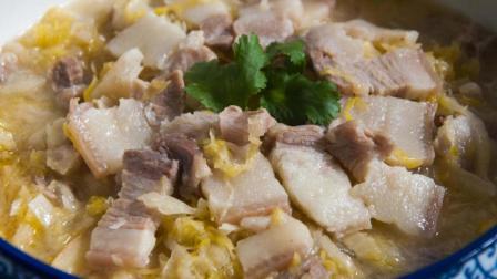 正宗东北酸菜汆白肉, 猪肉一定要肥, 酸菜一定要炒, 太好吃了!