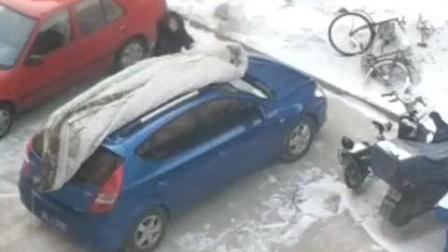 车不大但要爱惜, 天冷了, 这位车主给爱车盖上了棉被, 暖心