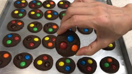这样的巧克力曲奇饼干, 一看就好吃, 想学吗? 那就一起来看看