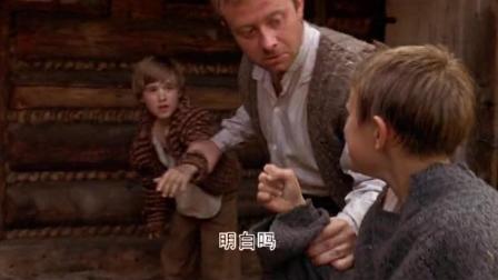 小男孩被同居哥哥欺负,幸得爸爸及时解围