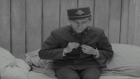 《严密监视的列车》年轻军官春宵一夜醒来,竟然遇上空袭!
