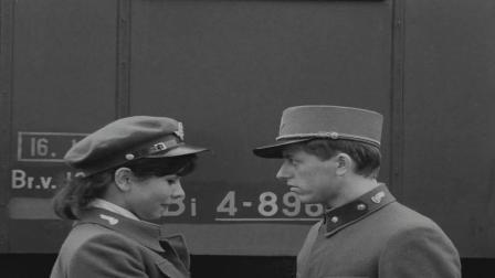 《严密监视的列车》年轻军官将约会女友,向老太倾诉早泄怎么办?