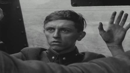 《严密监视的列车》年轻人上运着尸的火车,他会遭遇什么?