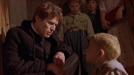小男孩亲身模仿神父抓猪情景,引人愤怒