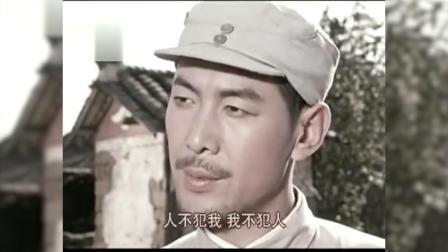 电影《东进序曲》中,段泽民假意游说新四军让出桥头