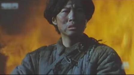电影《八女投江》中,日寇进村烧杀劫掠、无恶不作