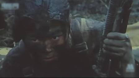 电影《八女投江》中,冷云等八位抗联女兵英勇奋战