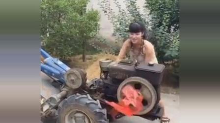 头一次见把拖拉机摇得这么溜的女人, 比男人都猛, 关键是长得美