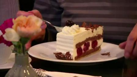 看德国200年老店做正宗黑森林蛋糕, 全靠人工手速神奇用量精准