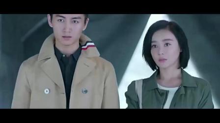云巅之上: 陈晓带着袁姗姗来看季晴出演的女囚, 表演的太棒了